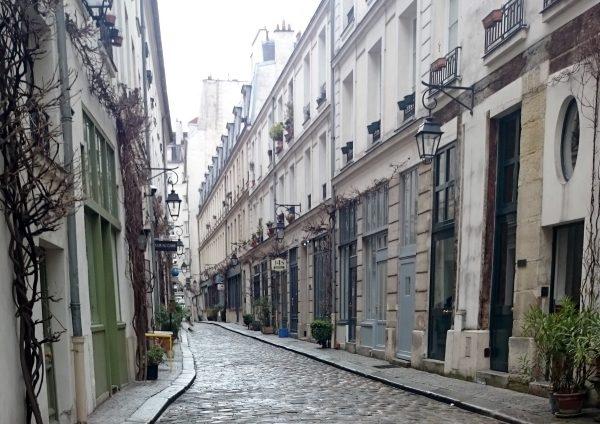 Cobblestoned passage in Bastille