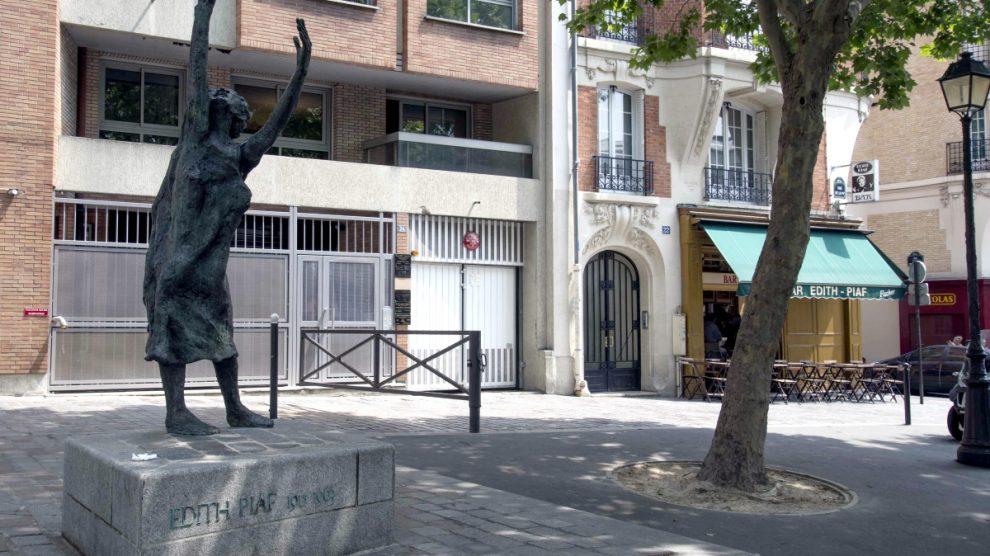 Edith Piaf statue