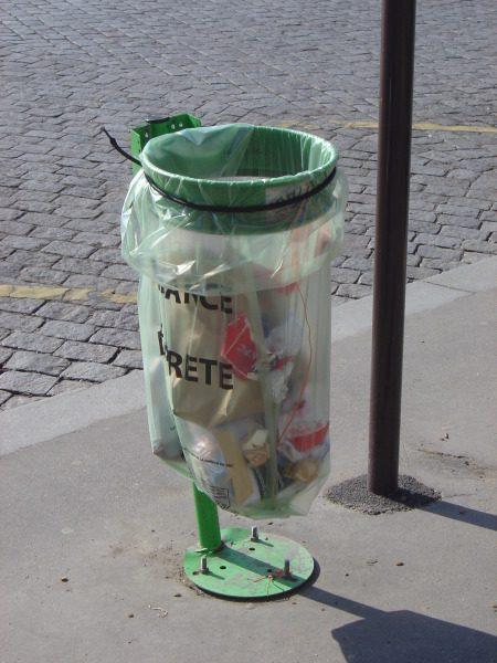 trash bag paris