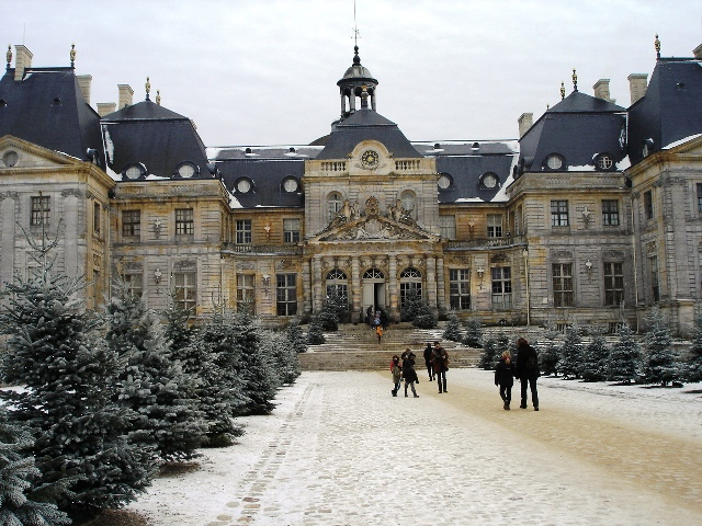 Chateau Vaux le Vicomte in the snow