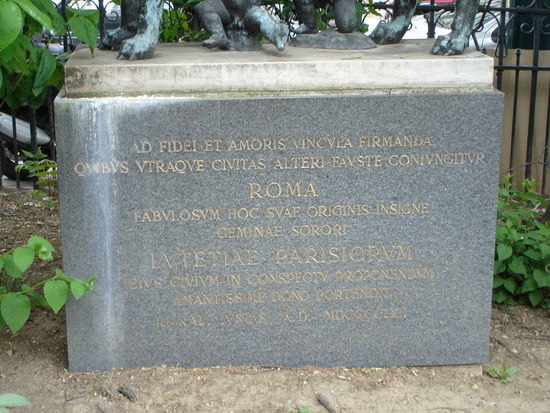 statue text