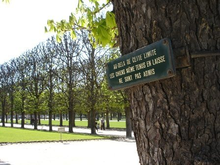 Sign in Luxembourg Gardens
