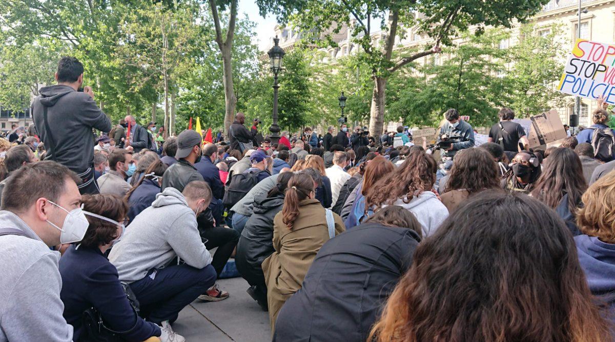 kneeling crowd