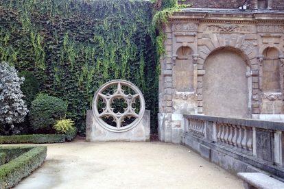 Marais courtyard